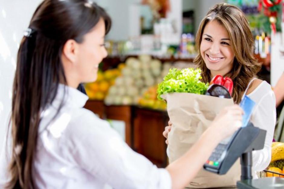 Spadają zarobki w handlu i gastronomii