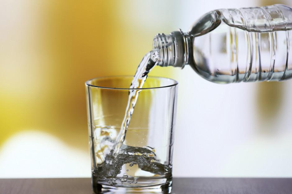 Chiński producent wody w butelkach przebił Warrena Buffeta