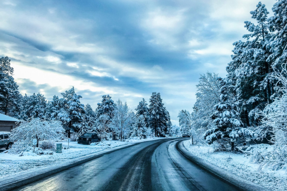 GDDKiA: Wszystkie drogi przejezdne. Lokalnie błoto pośniegowe, opady śniegu lub deszczu i mgła