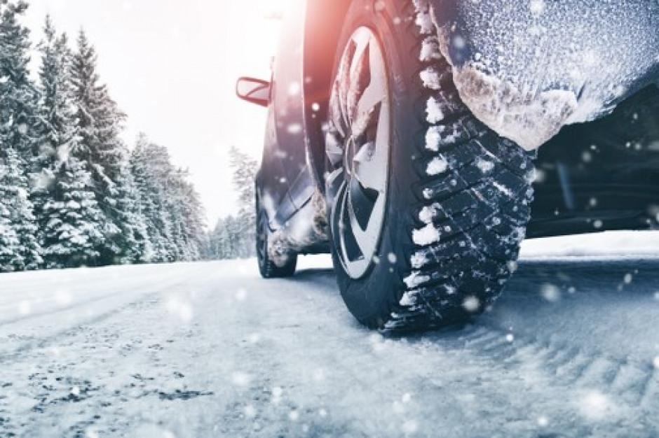 Lubelskie: Na drogach trudne warunki jazdy. Wciąż pada śnieg
