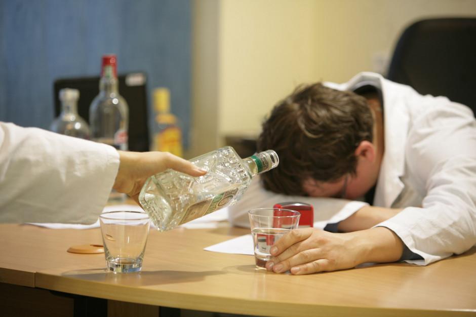 Ekspert: w pandemii mocno rośnie spożycie alkoholu