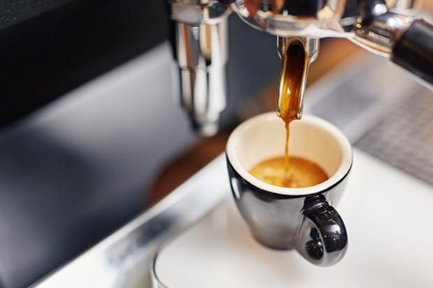 Picie kilku filiżanek kawy dziennie wydłuża życie?