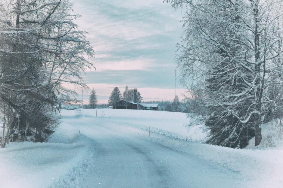 Synoptyk IMGW: na zachodzie marznące opady; gołoledź na drogach