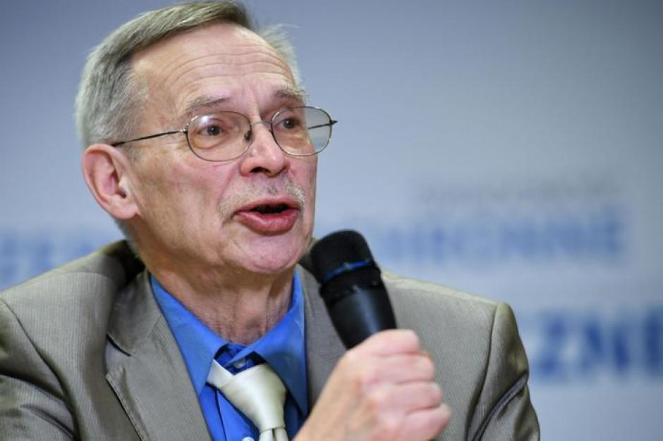 Prof. Gut: Szczepienia nie rozwiążą problemu nieprzestrzegania obostrzeń