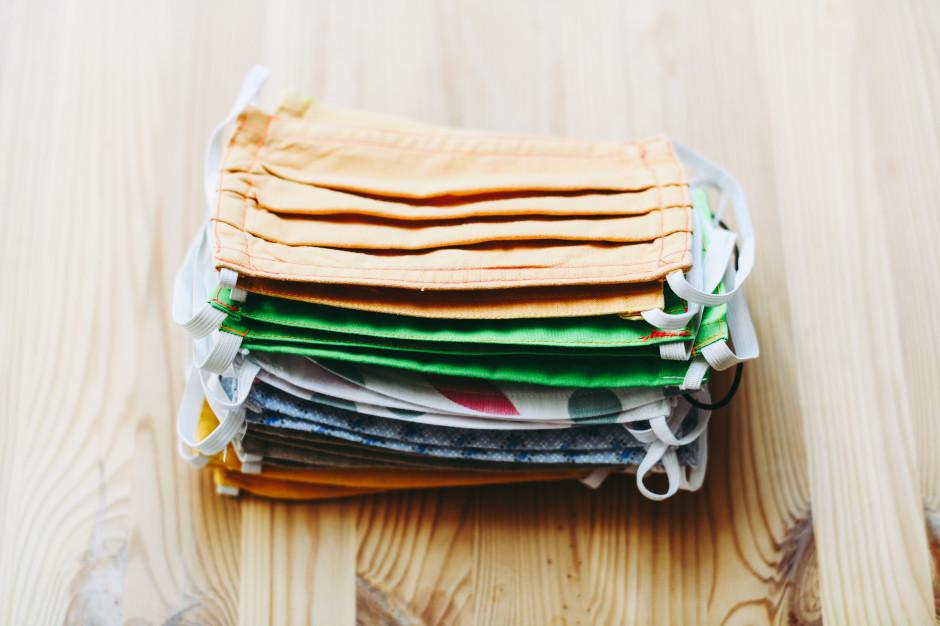 40% Polaków nadal chce używać materiałowych maseczek