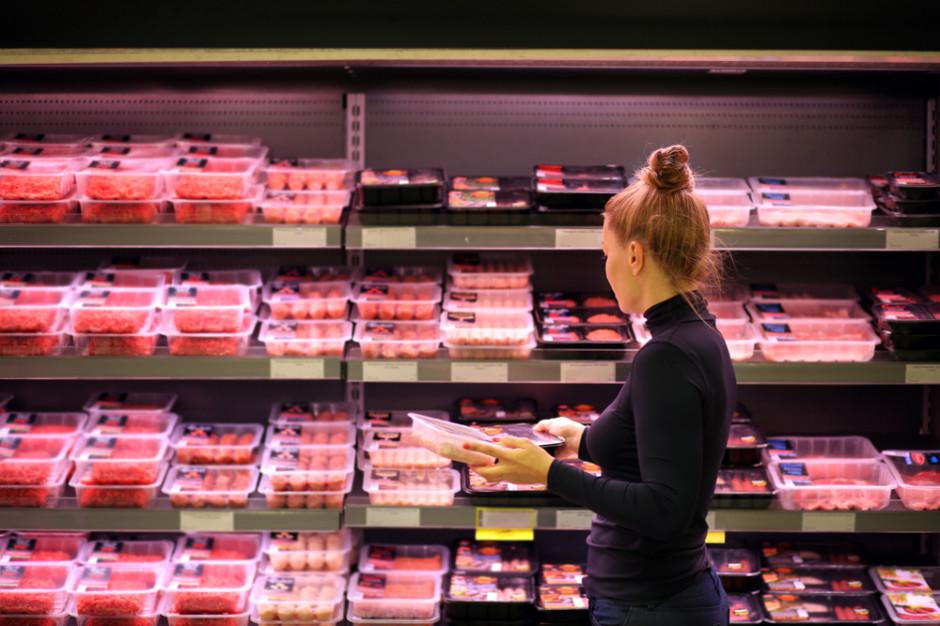 Francuska sieć sklepów pozwana za sprzedaż wołowiny z krów wypasanych w Amazonii