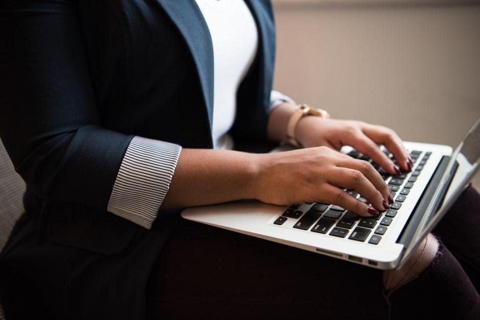 Kobietom w biznesie wciąż pod górkę