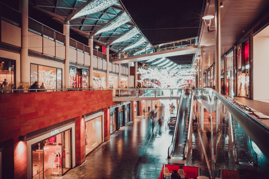 Odwiedzalność galerii handlowych z kolejnymi spadkami