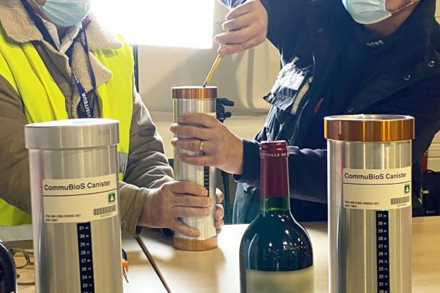 Przewóz wina z USA do Francji z przystankiem w kosmosie. Po co?