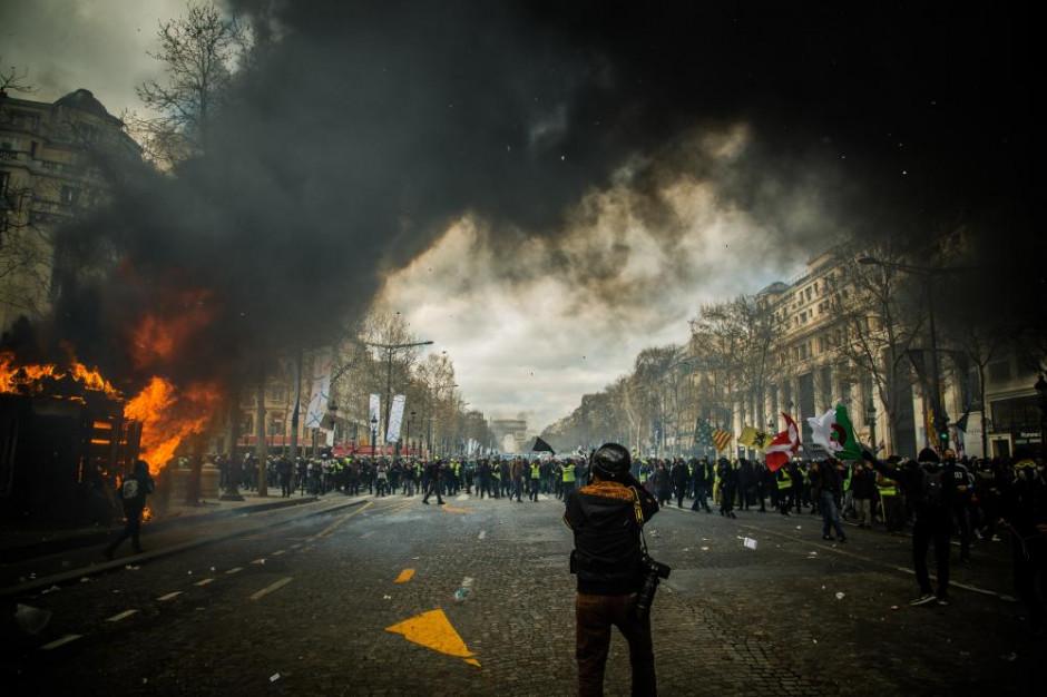 Starcia z policją podczas protestu restauratorów w Rzymie