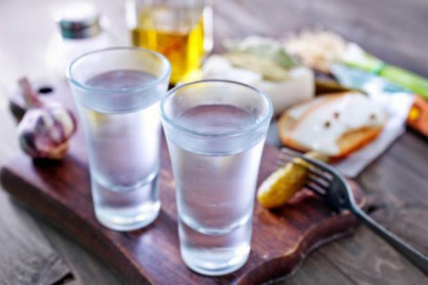 Służby zarekwirowały ponad 700 litrów przemyconego alkoholu