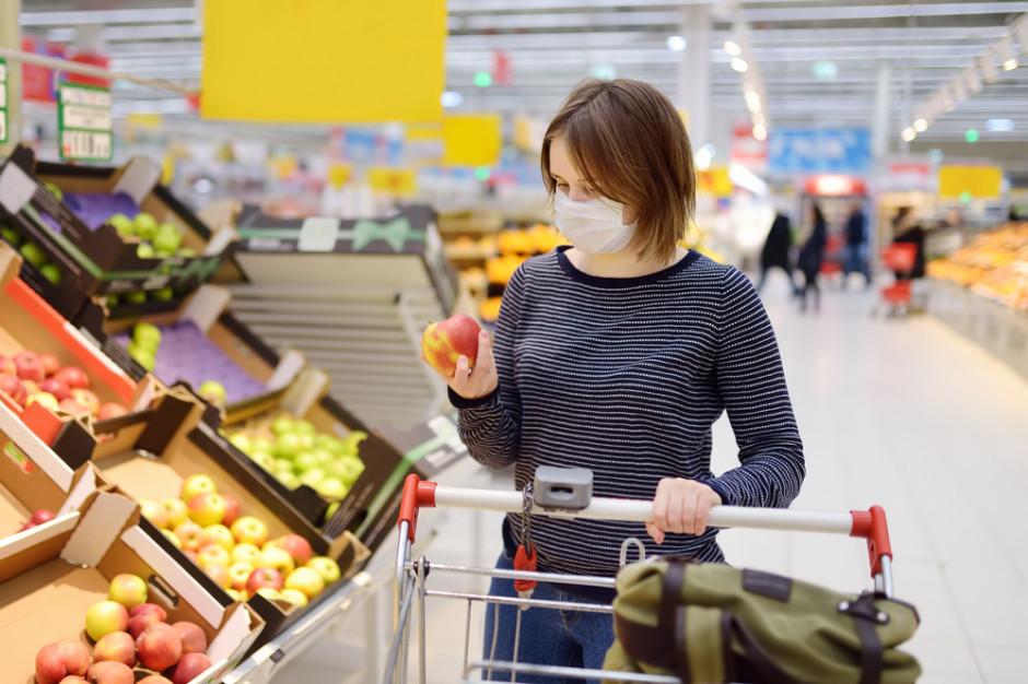 Polacy powoli wracają do sklepów wielkopowierzchniowych