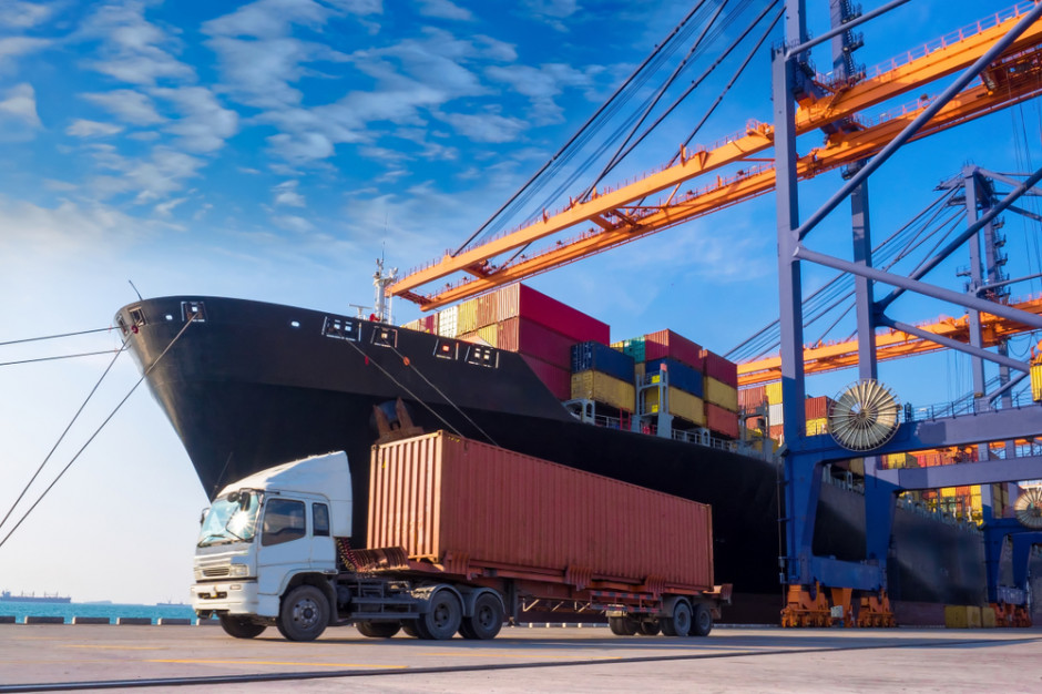 Przeładunki w portach morskich spadły w 2020 r. o prawie 6 proc.