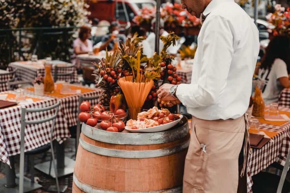 Za zwiększenie ogródka letniego gastronomicy zapłacą złotówkę