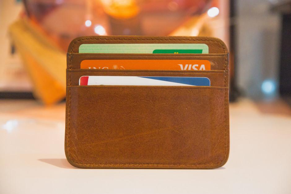 NBP: wzrosła wartość operacji oszukańczych kartami płatniczymi