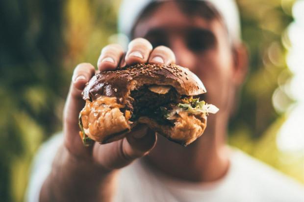 McDonald's Polska chce wprowadzić burgera ze sztuczną wołowiną