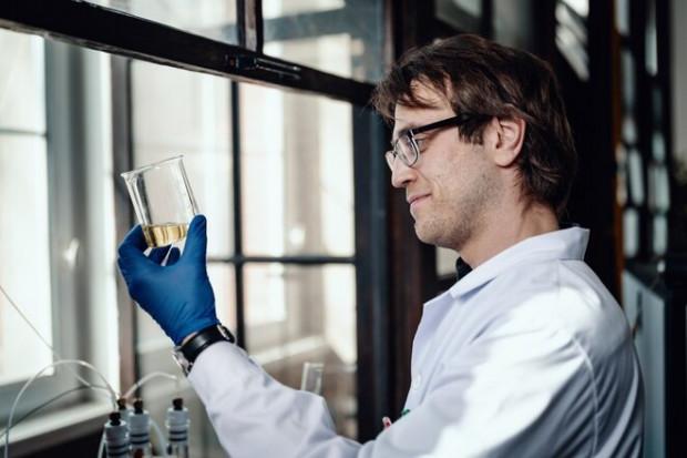Proces smażenia oleju spożywczego pod lupą naukowca