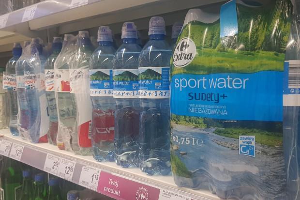 Carrefour zredukował masę opakowaniową butelek marki własnej