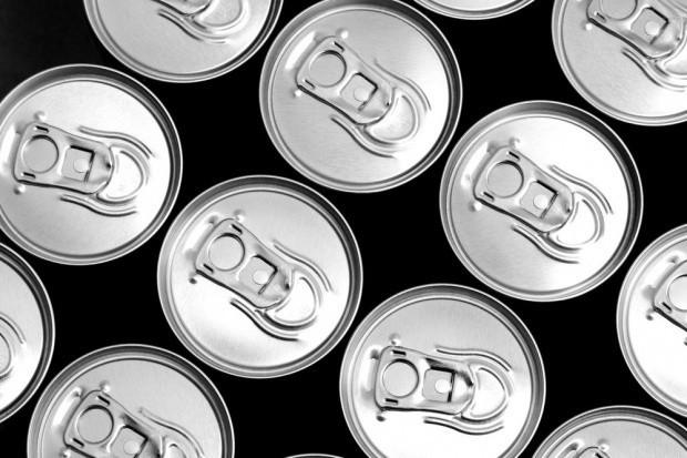 Napoje energetyczne rosną mimo spadku na rynku napojów