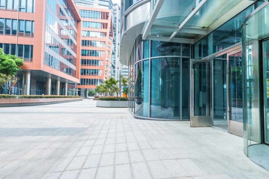 Nieruchomości komercyjne: Niewielki spadek sprzedaży