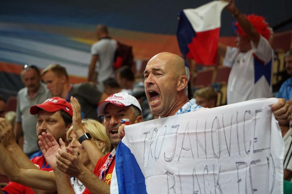 Czechy otwierają sklepy i usługi