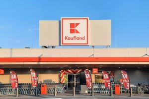 Kaufland stawia na butelkomaty i multimedialne czytniki cen