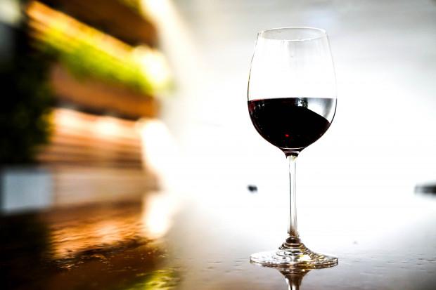 KE uspokaja: nigdy nie proponowaliśmy rozcieńczania wina wodą
