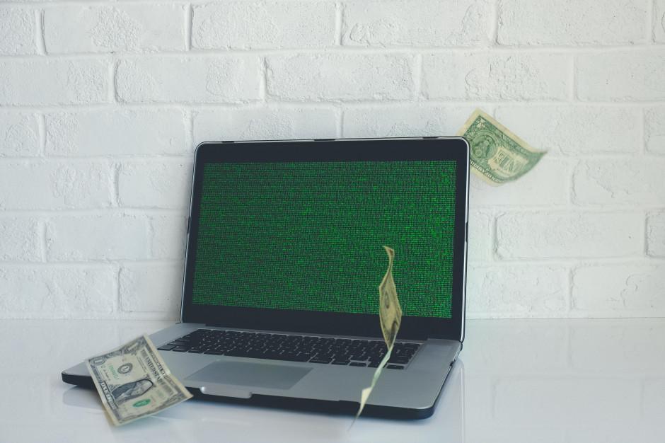 Firmy wchodzą w sprzedaż on-line