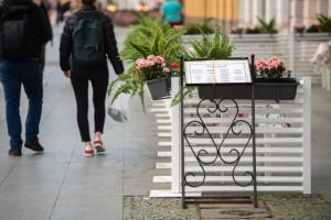 Niewielu restauratorów otworzyło w nocy ogródki w Warszawie