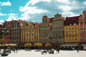Tłumy na rynku i w ogródkach restauracyjnych we Wrocławiu