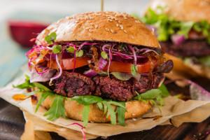 Roślinne burgery zyskują na popularności