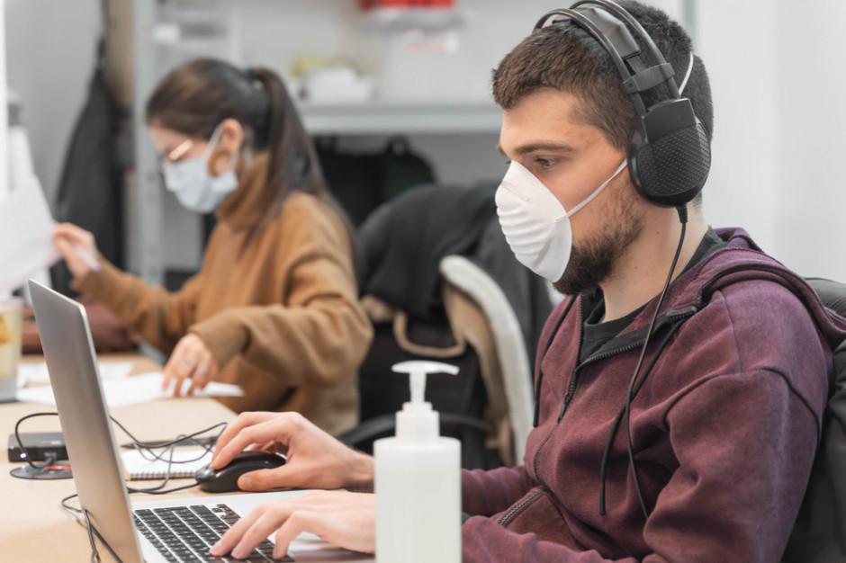 Niemal 70% Polaków zaniepokojonych pandemią (badanie)