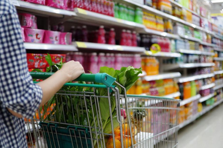 Supermarketyskracają półkę z markami producentów