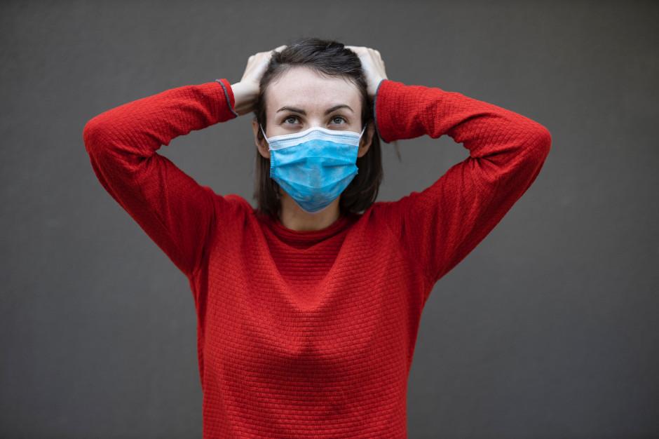 Ponad połowa Polaków wciąż obawia się zakażenia koronawirusem