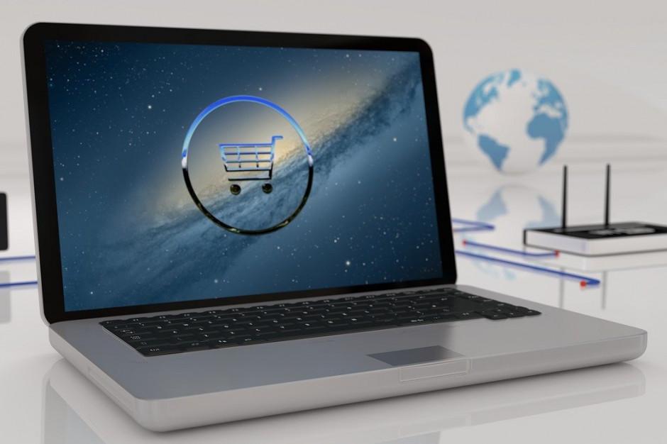 Polacy zwiększyli w kwietniu  wydatki na zakupy internetowe