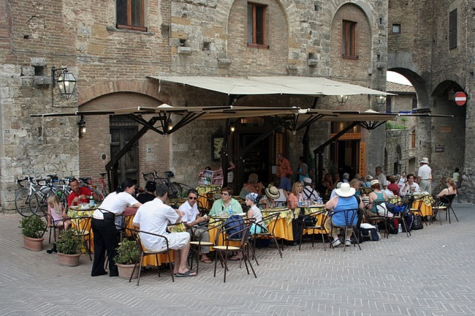 We włoskich lokalach gastronomicznych obsługa także w środku