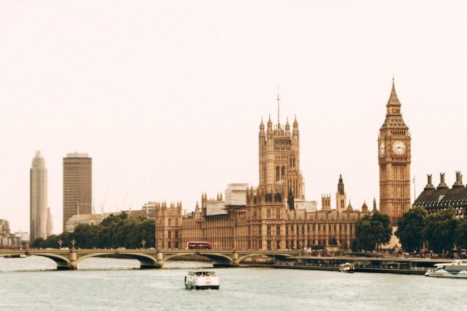 Wielka Brytania waha się odnośnie całkowitego zniesienia restrykcji