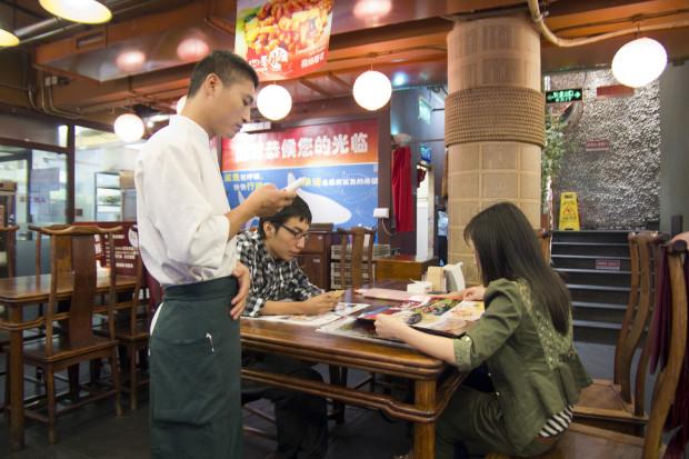 Gastronomia poszukuje pracowników. Ile można zarobić?