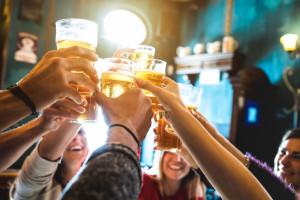 Gastronomia podebrała sklepom koncesje na alkohol