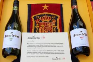 Hiszpanie wysyłają wino reprezentacji Polski