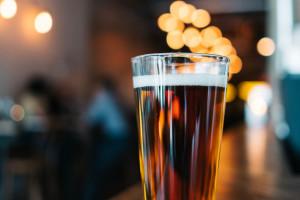 Francja: Kufel piwa za darmo dla zaszczepionych
