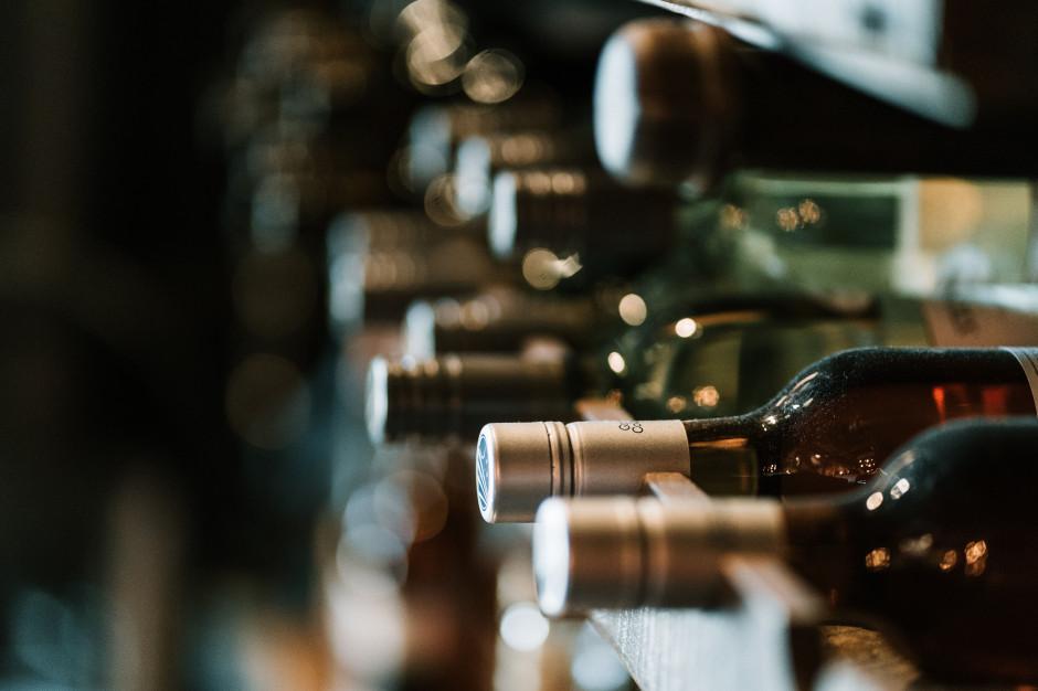 Zmiany w banderolowaniu wyrobów winiarskich. Jak je oceniają firmy?
