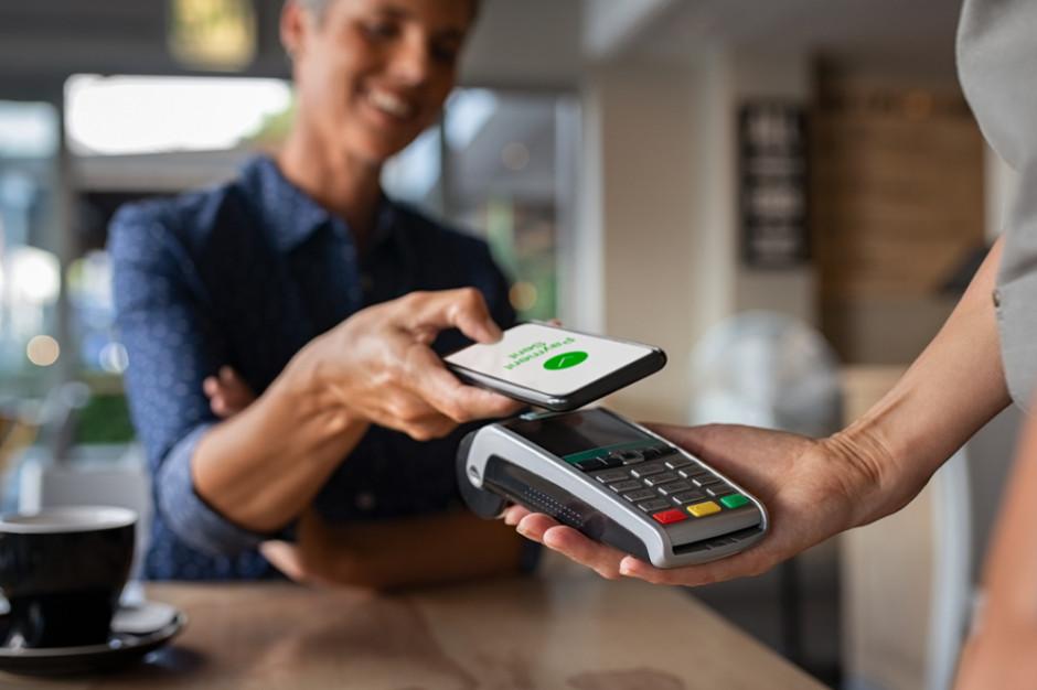 Konsumenci przekonują się do używania aplikacji finansowych