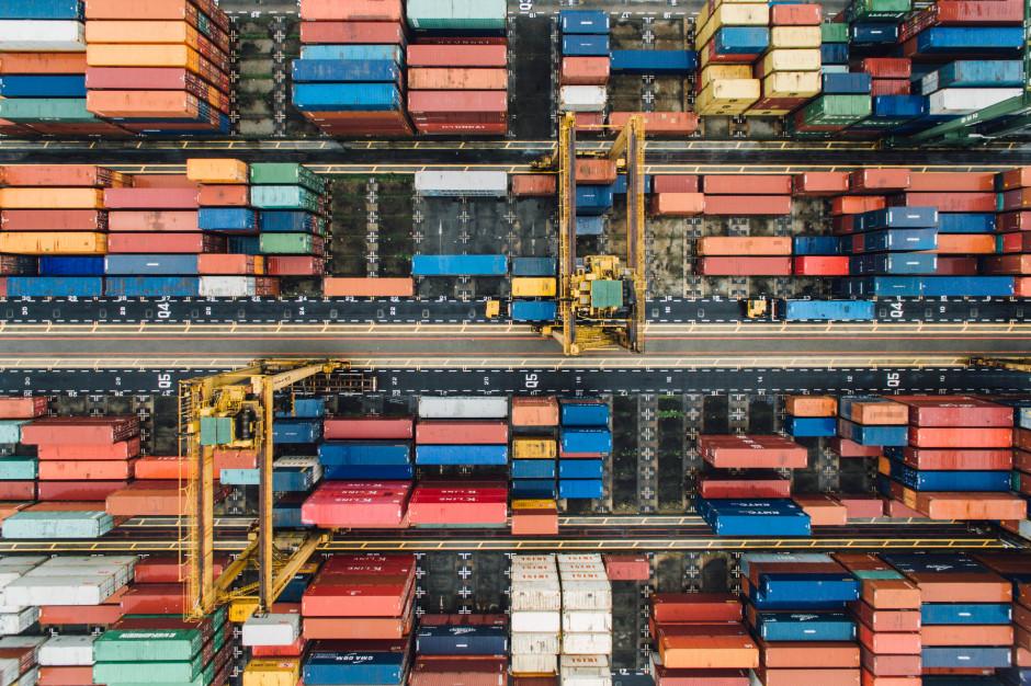 Eksport w maju wzrósł sporo rdr i spadł w ujęciu miesięcznym