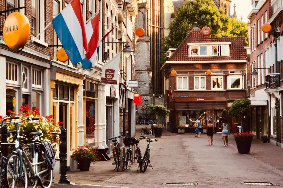 Holandia przywraca obostrzenia w restauracjach