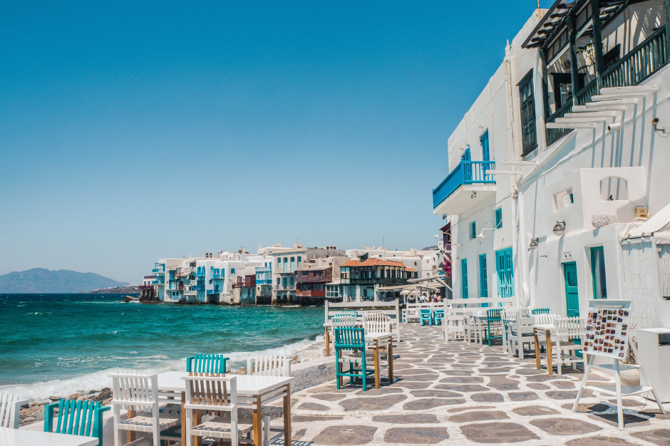 Grecja: koronarestrykcje na Mykonos dotykają gastronomię