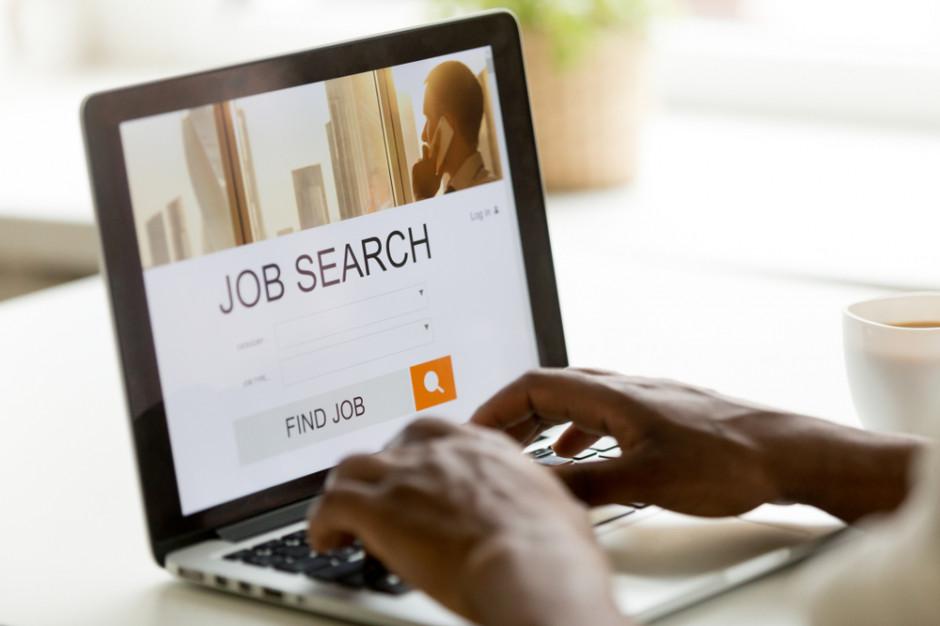 Spada liczba zarejestrowanych bezrobotnych