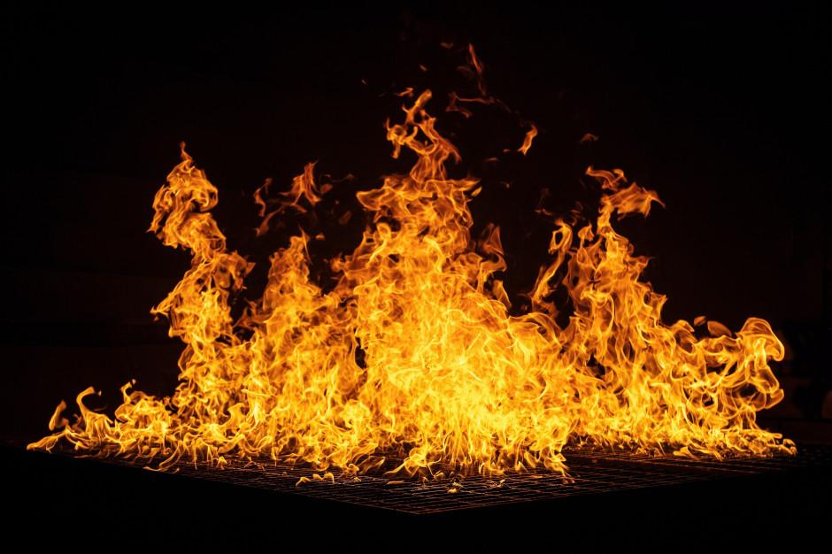 Mysłowice: Pożar w hali podczas nocnej zmiany