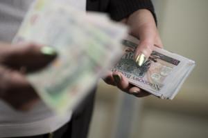 Złoty nadal blisko 4,60 zł za euro