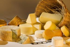 Niewielki spadek ceny sera i masła w blokach